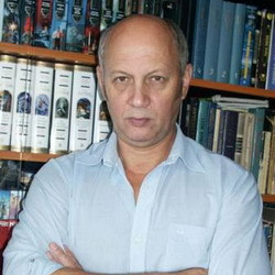 Автор Василий Васильевич Головачев