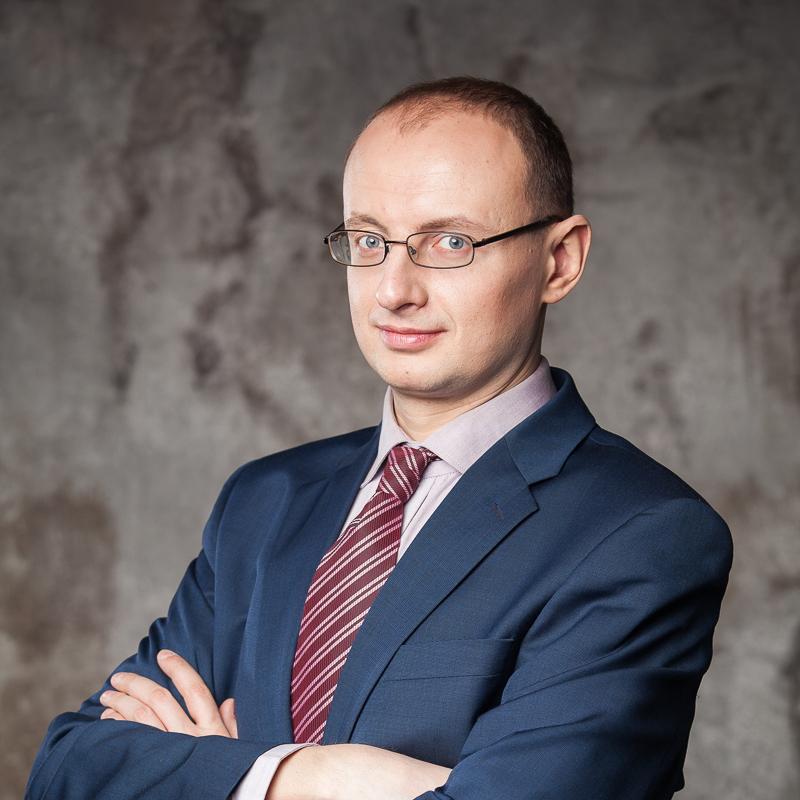 Автор Роман Михайлович Масленников